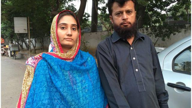 लाहौर से दिल्ली पहुंचे मोहम्मद आबिद और उनकी पत्नी