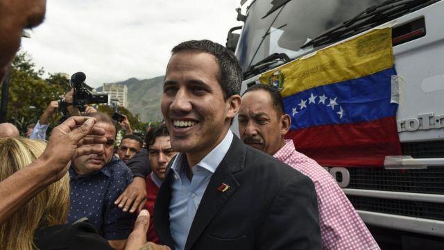 Guaido kamyonlarla ve otobüslerle yola çıktı, taraftarları tarafından uğurlandı.