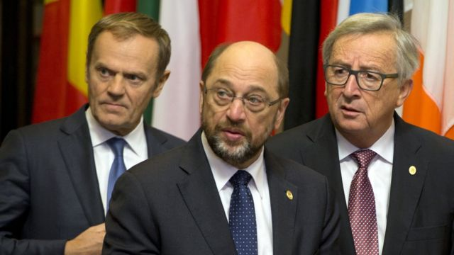 رئيس المجلس الأوروبي دونالد تاسك، مع رئيس البرلمان الأوروبي مارتن شولتز، ورئيس المفوضية الاوروبية جان كلود يونكر
