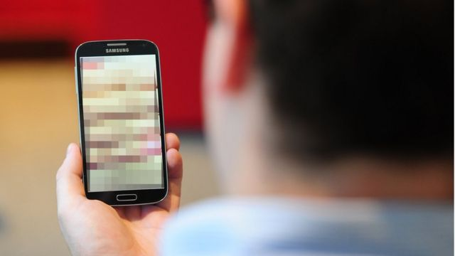 Teléfono móvil pixelado