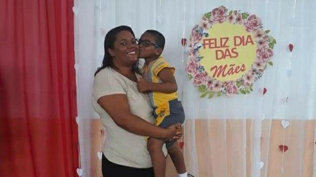 Mirtes Santana e seu filho Miguel