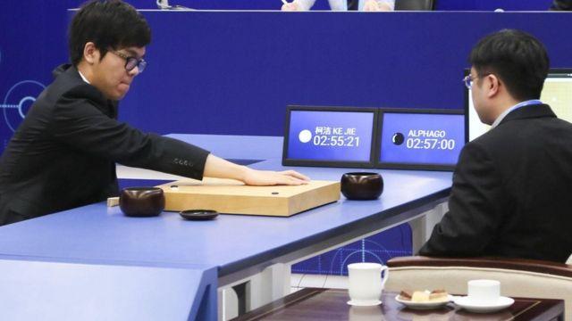 """مباراة بين كي جاي، وبرنامج للذكاء الاصطناعي """"ألفا غو"""""""