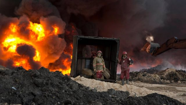 صورة حريق في بئر للنفط