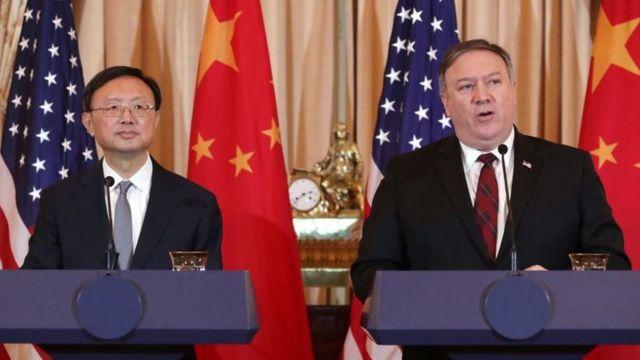 美國國務卿蓬佩奧和中國中央外事工作委員會辦公室主任楊潔篪2018年11月9日在華盛頓舉行記者會。(資料圖片)