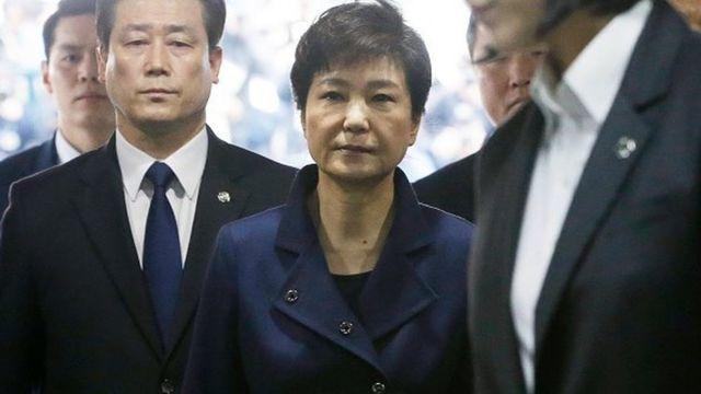 Selon le parquet, elle poursuivie pour abus de pouvoir et pour avoir divulgué des secrets d'Etat.