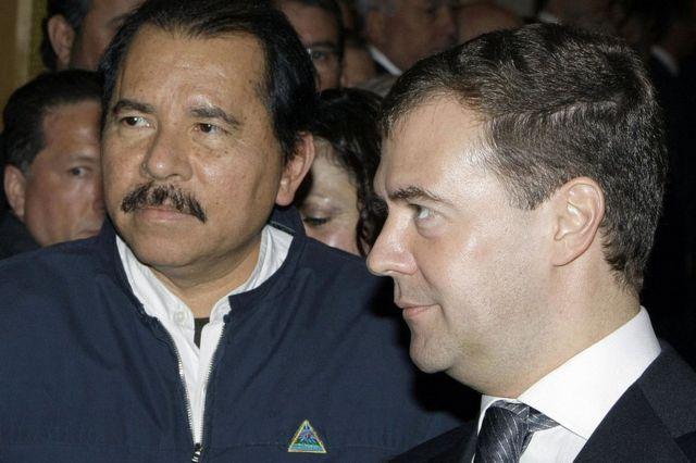 El presidente de Nicaragua, Daniel Ortega, y su homólogo ruso Dmitri Medvedev en el Kremlin, Moscú, en 2008.