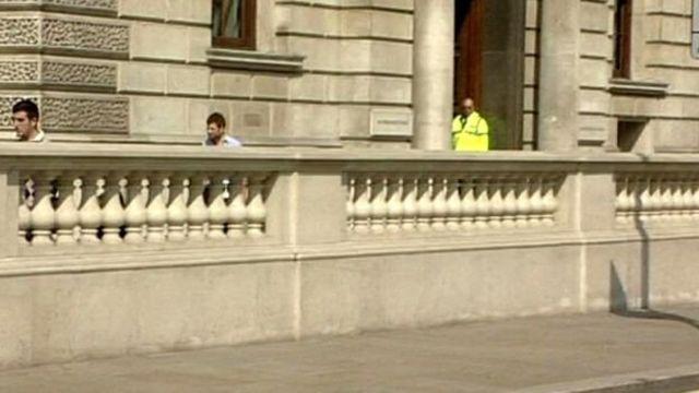 Barreira anticaminhões no parlamento britânico