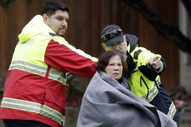San Jose flooding: Dozens rescued by boat