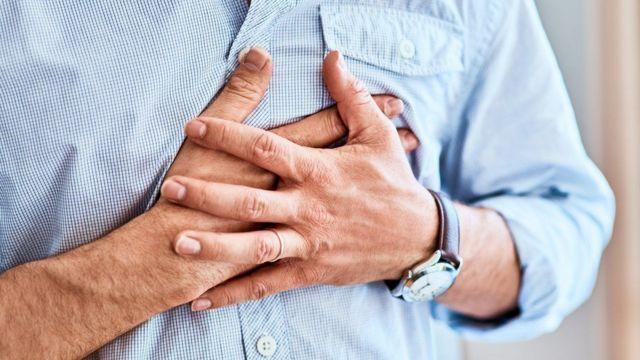 超时工作增加心脏病的机率(GETTY IMAGES)