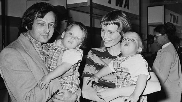 André Previn y Mia Farrow con dos de sus hijos
