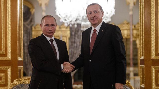 Vladimir Putin və Recep Tayyip Erdoğan Rusiya prezidentinin İstanbula səfəri ərəfəsində keçirilən mətbuat konfransı (10 oktyabr 2016)