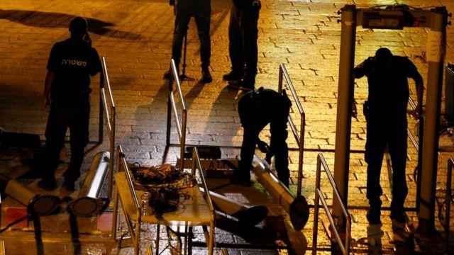 نیروهای امنیتی اسرائیل شبانه دستگاههای فلزیاب امنیتی را از حرم شریف جمع کردند