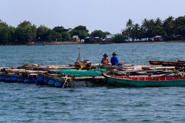 Ngư dân đánh cá ở Hà Tiên, Việt Nam, trong vùng Biển Đông