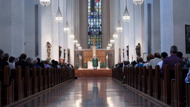 ミュンヘンの聖母教会で追悼ミサが行われた(24日)