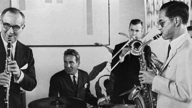 সঙ্গীতজ্ঞ বেনি গুডম্যানের সঙ্গে ভূমিবল
