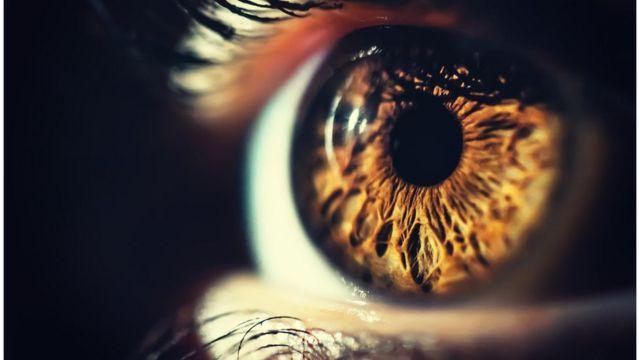Olho com pupila dilatada