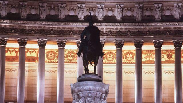 Monumento a Víctor Manuel II en Roma.