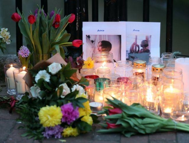 أشعل متظاهرون أكراد ومتضامنون معهم الشموع تكريما لآنا كامبل