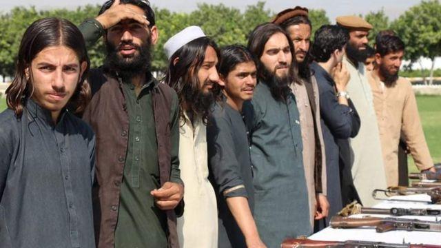 چارواکي وایي، داعش وسله والو پورې اړوند ښځې او ماشومان یې د افغاني دود له مخې رسنیو ته ونه ښودل.