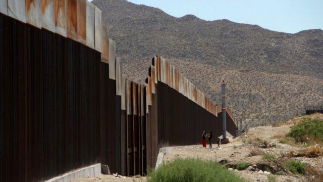 トランプ氏は昨年の大統領選でメキシコとの国境での壁建設を訴えた
