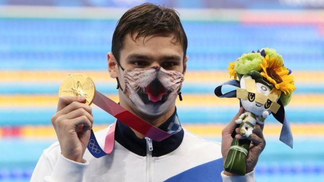 O medalhista de ouro Evgeny Rylov