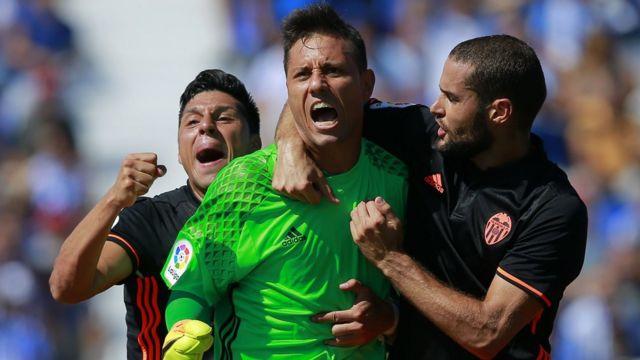 Diego Alves celebra su récord