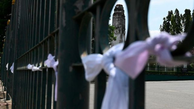 White ribbons tied on a fence at a cemetery in protest against the government policy of forced cremations of Muslims who die of the coronavirus - Colombo, December 14, 2020.