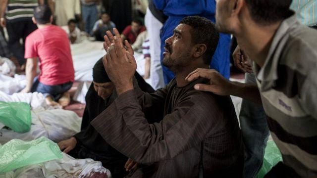Ugu yaraan 900 qof ayaa ku dhintay fagarayaasha Raabic Al-Caddawi iyo Nahdha 14-kii bishii Agosto sannadkii 2013-kii