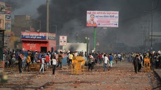 خاضت الشرطة والمحتجين معارك ضارية في شوارع دلهي