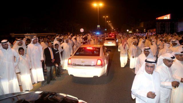 كويتيون يتوجهون الى تجمع انتخابي