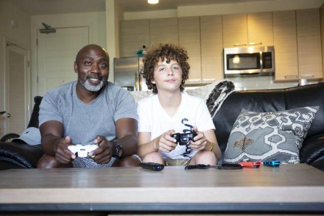 Peter et Anthony jouent aux jeux vidéo