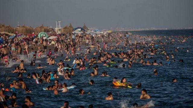Türkiye sahillerinde yüzenler