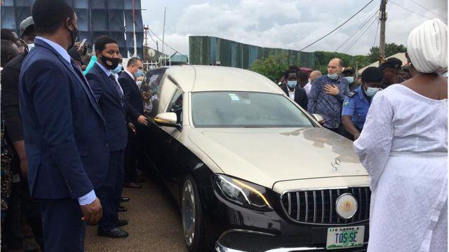 Di vehicle wey carry Prophet TB Joshua casket