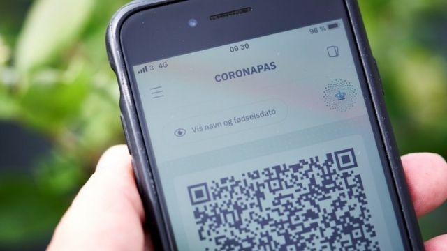 تطبيق كورونا باس على أحد الهواتف