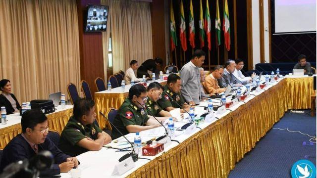 ကာလအတန်ကြာရပ်ဆိုင်းနေတဲ့တရားဝင်ငြိမ်းချမ်းရေးဆွေးနွေးပွဲတွေပြန်စဖို့ အစိုးရက ကြိုးပမ်းနေပါတယ်။