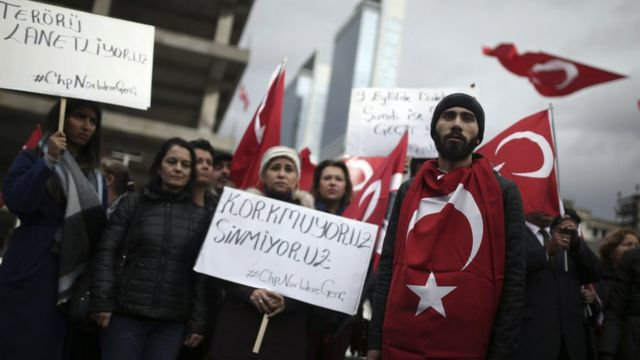 أتراك يتظاهرون ضد الهجمات الأخيرة