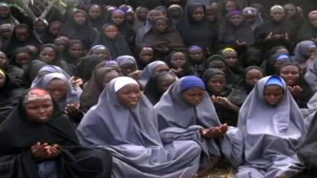 拉致から間もなく公表された少女らの動画から(14年5月)