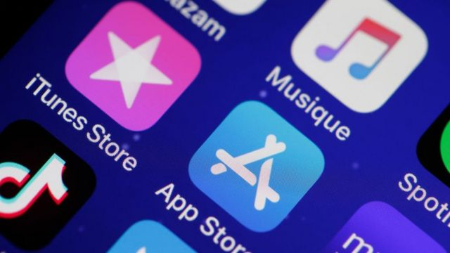 Íconos de Apple en un teléfono, incluido iTunes.