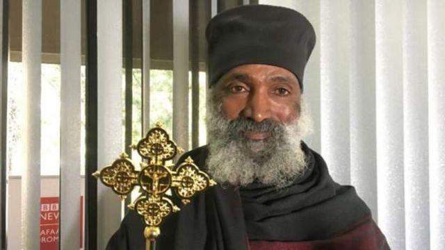 Le prêtre orthodoxe a déclaré qu'il ne voulait pas décevoir Dieu en se contentant de construire une église