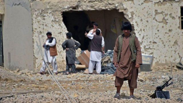 مجموعة أشخاص في أفغانستان
