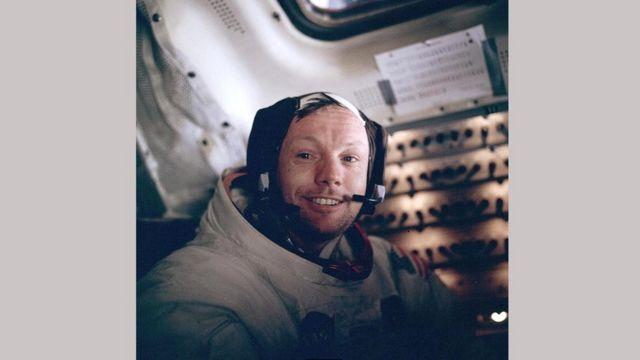 Армстронг после возвращения с лунной прогулки