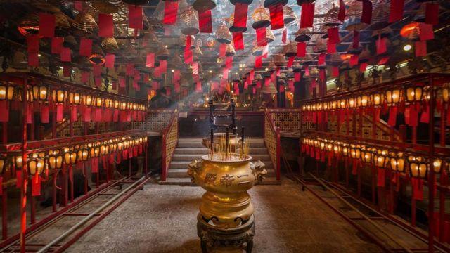 Некоторые считают, что гонконгские суеверия коренятся в невероятно конкурентной среде этого мегаполиса
