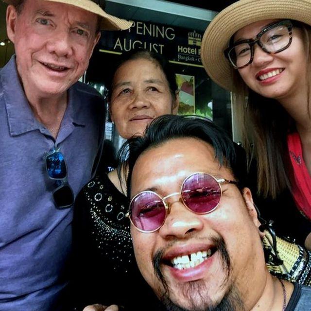 Thomas (à esquerda), Thi Be, Tuy e Huong
