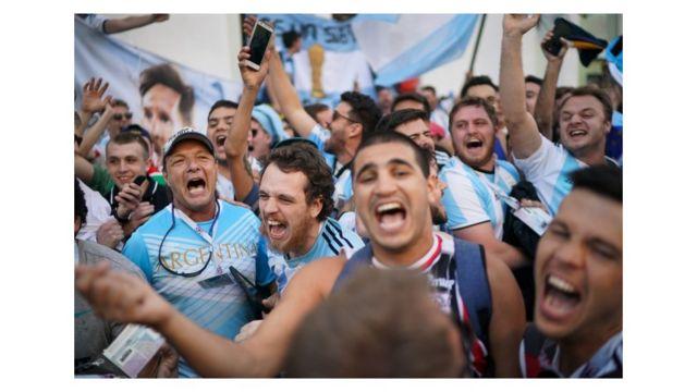 Torcida argentina cantando