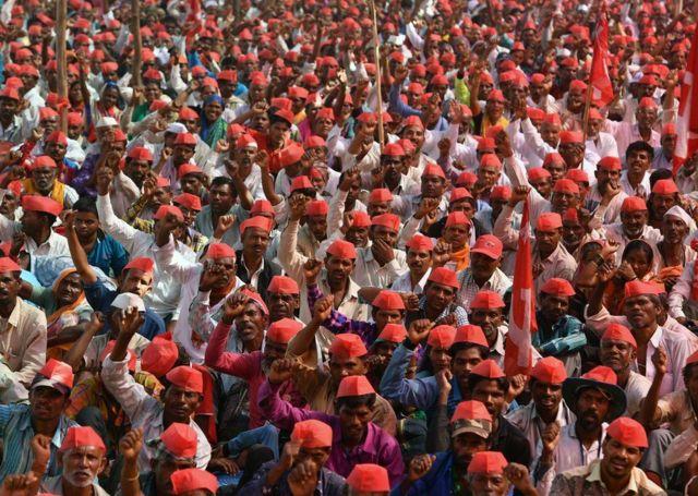 올초 인도의 농민들은 융자금 상환 면제와 농작물 가격 안정을 요구하는 대규모 시위를 했다