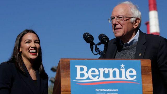 Alexandria Ocasio-Cortez e Bernie Sanders.