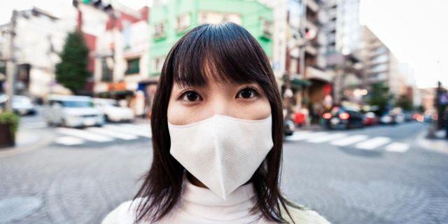 Японка в маске
