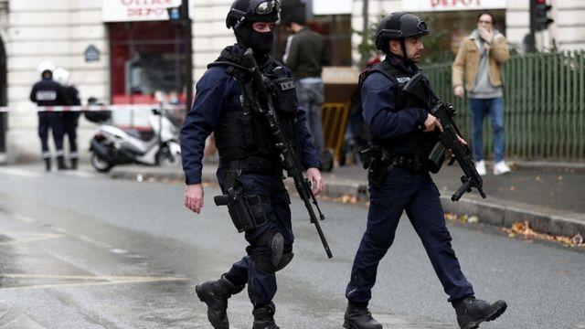 Полиция ведет поиски нападавших