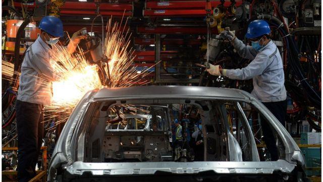 """""""Mặc dù công nghiệp ô tô ở Việt Nam đã được nuôi dưỡng khoảng hơn 30 năm, chi phí để lắp ráp một chiếc ô tô trong nước đắt hơn so với ở nước ngoài rất nhiều."""""""