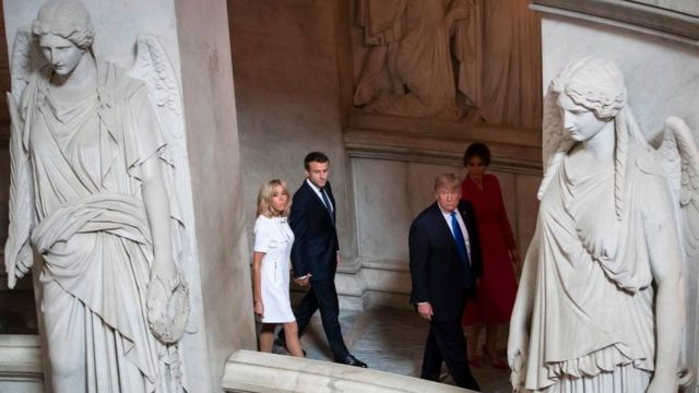 Эммануэль Макрон и Дональд Трамп с супругами в крипте, где похоронен Наполеон